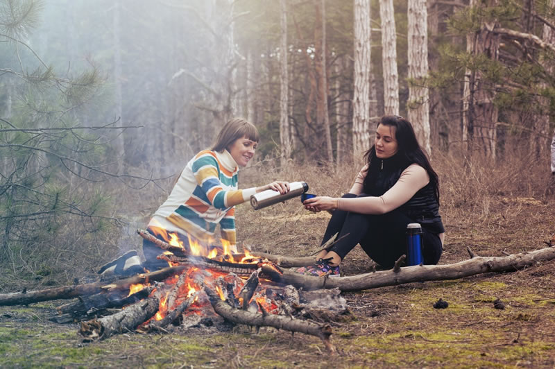 integración en una familia anfitriona; facilita la comunicación